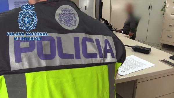Nota Prensa Y Fotografía: 'La Policía Nacional Detiene En Pleno Centro De Valenc