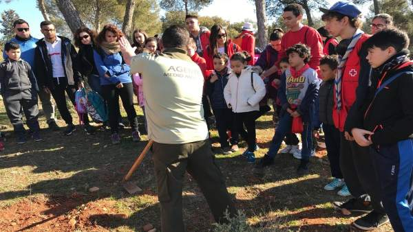 Jornada de repoblación de árboles en Dehesa del Generalife