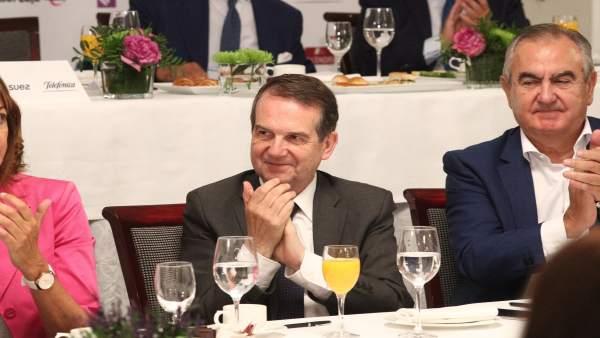 Abel Caballero en el desayuno Informativo de Europa Press con Pedro Sánchez