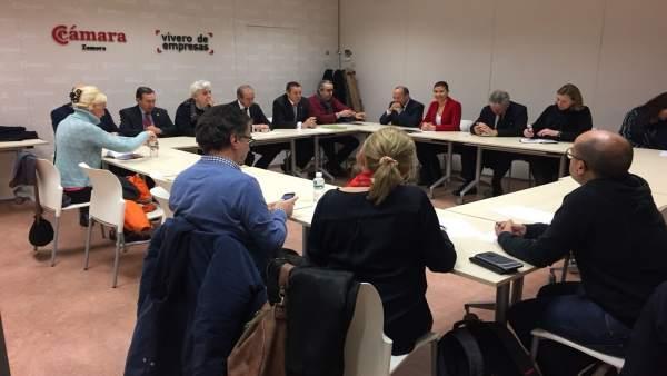 Reunión de Zamora 10 con diputados y senadores