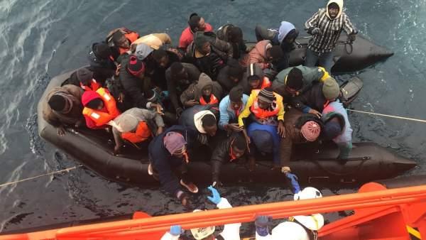 Patera rescatada con 36 personas