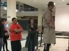 Érase un hombre tan alto, tan alto... que no coló ni se coló