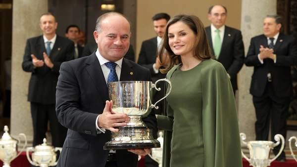 El alcalde de Antequera, premio, deporte, reina letizia