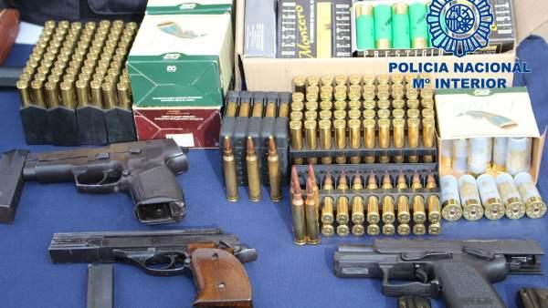 Material intervenido al desarticular una organización de heroína en Sevilla