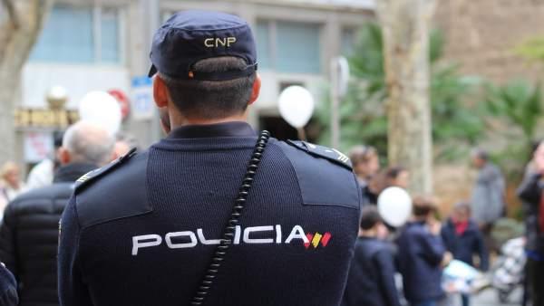 Detingut a Sagunt un jove per apuntar amb una escopeta als vianants