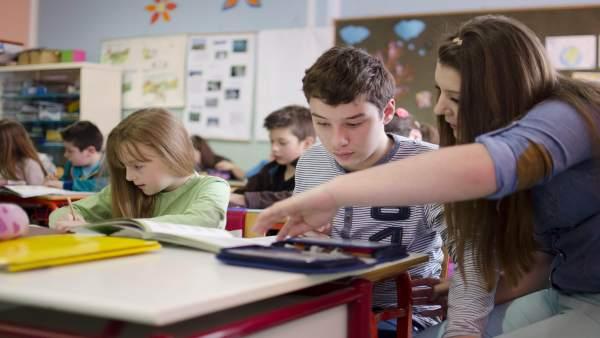 Alumnos trabajando en clase