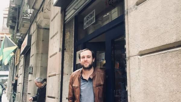 Pierre Verchere delante de su restaurante.