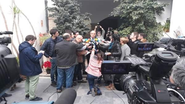 Tornen a citar Camps com investigat per irregularitats després de suspendre's la seua declaració al gener