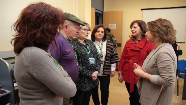 Isabel Ambrosio y Mar Téllez con empleados