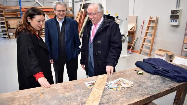 La alcaldesa visita los nuevos almacenes