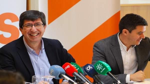 Juan Marín y Sergio Romero, este lunes durante un desayuno con la prensa