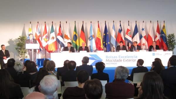Feijóo en entrega de diplomas a jóvenes en Santiago