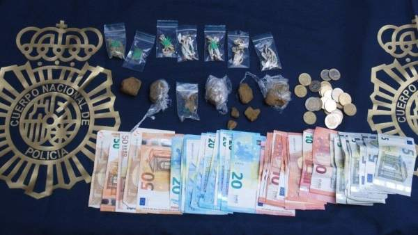 Objetos Incautados A Un Hombre Que Vendía Droga A Un Menor