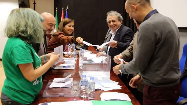 El rector de la UMA en la votación de los nuevos estatutos que limita su mandato