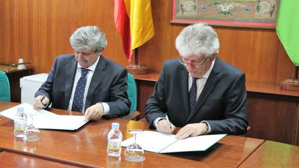 Firma de conveno entre la ULE y la Fundación España-Duero.