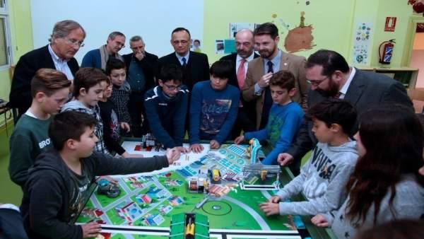 Presentación del Torneo Lego en un colegio de Granada