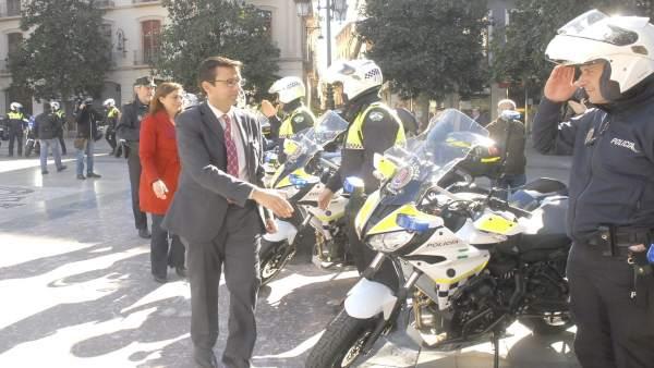 Nuevas motos de Policía Local, en un acto con el alcalde, Francisco Cuenca