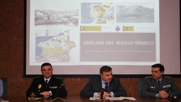 El subdelegado en Granada, Francisco Fuentes, en un curso sobre riesgo sísmico