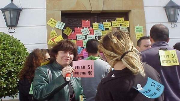 Protesta de Ecologistas en Acción contra la autovía de Pinar del Rey