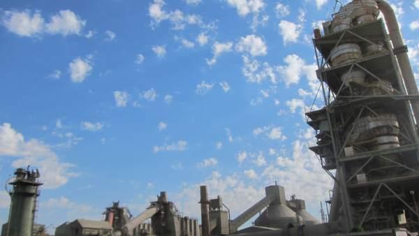 Cementera Lafarge, industria, comercio, exportaciones.