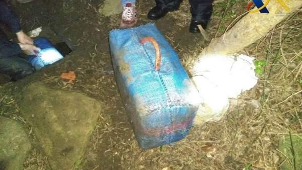 Fardo de hachís encontrado en un zulo en El Tormo