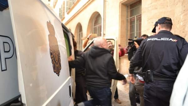 Bartolomé Cursach llega a los Juzgados desde la prisión de Palma