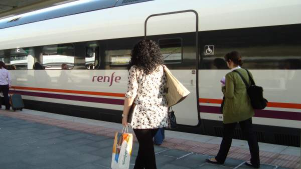 Tren Avant En La Estación De Segovia.