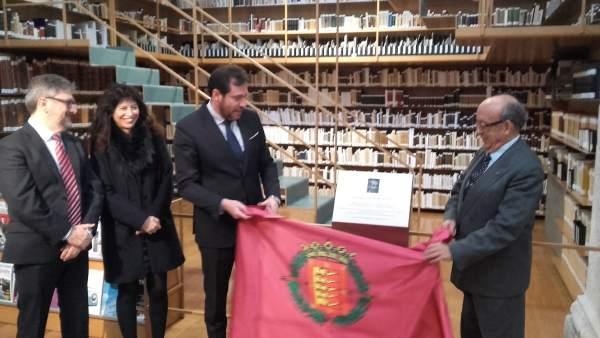 Puente y Aurelio Alonso-Cortés descubren la placa
