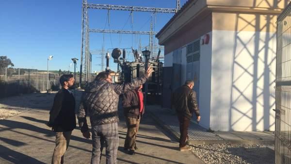 El delegado de Agricultura visita subestación eléctrica quemada en Guadalcacín