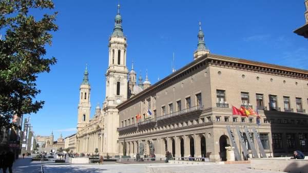 Ayuntamiento De Zaragoza, En La Plaza Del Pilar