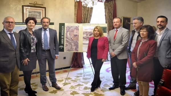 El consejero de Fomento, Felipe López, y la alcaldesa de Jerez