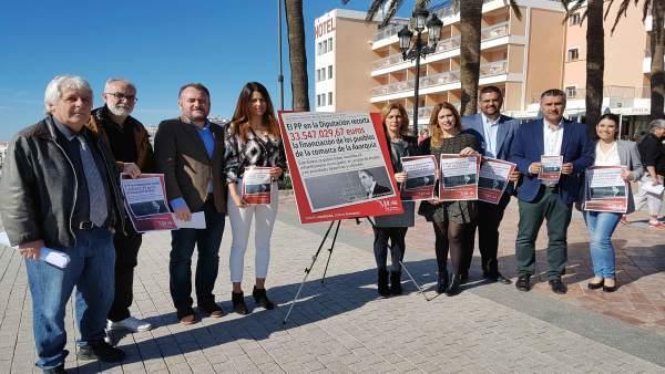 Grupo socialista en la Diputación y la alcaldesa de Nerja