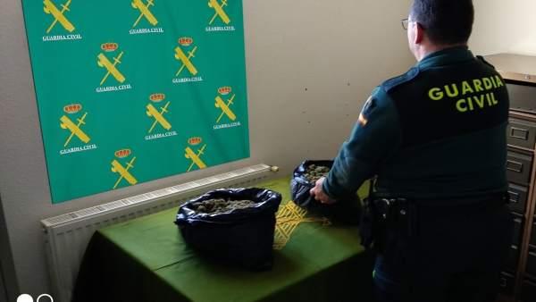 Detenidos en Salvaterra dos ocupantes de un coche con marihuana.