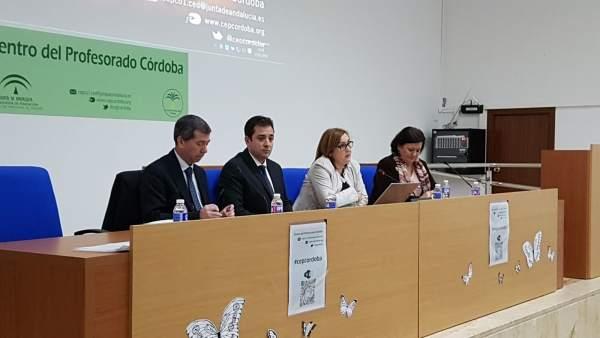 López (segundo por la izda.) inaugura el encuentro