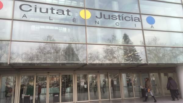 Condemnat a un any de presó un motorista que va matar una dona i va ferir 16 persones en una terrassa a València