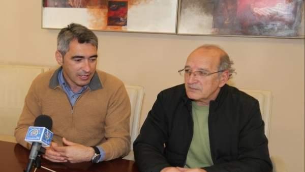 El alcalde de Benalmádena, Víctor Navas, y el edil Manuel Arroyo