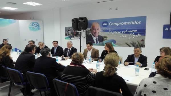 Juanma Moreno y Gabriel Amat se reúnen con representantes de asociaciones