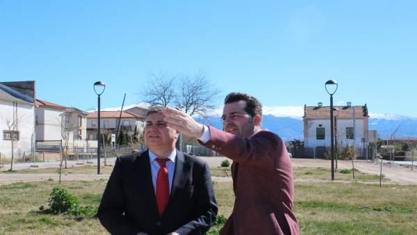El subdelegado Francisco Fuentes y el alcalde Noel López visitan un parque