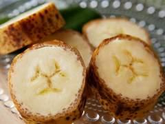 Un plátano de piel comestible