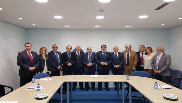 Valladolid.- Mañueco se rúne con representantes del Colegio de Médicos