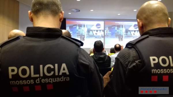 Formación de los Mossos d'Esquadra de cara al MWC.