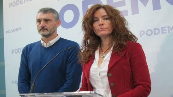 María Ángeles García Navarro, junto a Óscar Urralburu