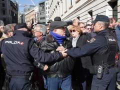 """Miles de jubilados se manifiestan contra """"las pensiones de miseria"""""""