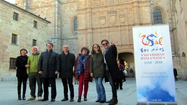 Los Actores De La Película Junto A Los Dirigentes De Salamanca