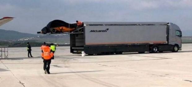 El nuevo McLaren de Alonso, naranja papaya, al descubierto por un descuido