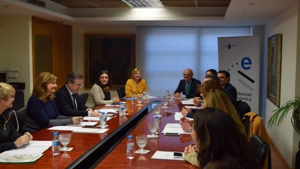 Juan Hernández y Violante Tomás, con sindicatos y organizaciones empresariales