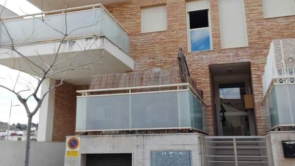 La Policia rescata un nadó sol dins de casa després de quedar-se la seua mare tancada en el balcó a Sagunt