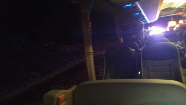 L'accident en Villargordo es va registrar en rebentar-li una roda al camió i xocar per darrere l'autobús