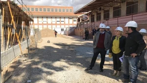 Martínez-Cachá visita las obras que se están realizando en el IES BEN ARABÍ