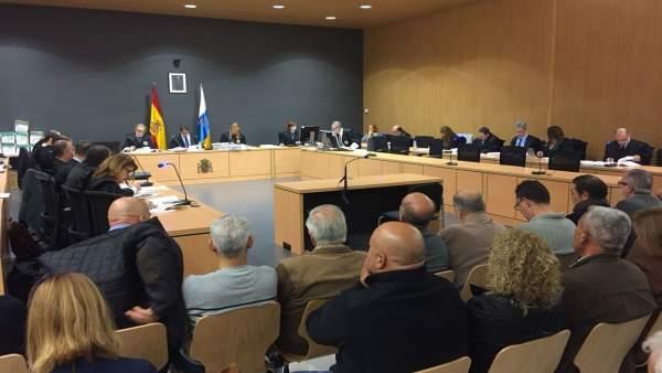 El juez Salvador Alba (centro) presidiendo el juicio del 'Caso Faycá'